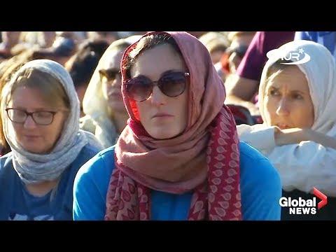 Тысячи женщин надели