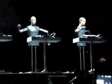 Kraftwerk - Robots - Coachella 2008 - YouTubeKraftwerk The Robots