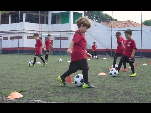 ESCOLINHA FLA - Objetivo da Escola de Futebol do Flamengo - YouTube c97d89fbfcaae