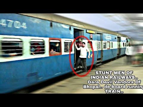 Daredevil Vendor Of Bhopal WCR.. De-board running Train..And risking his life