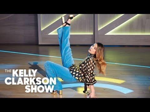 Annie Murphy And Kelly Perform 'A Little Bit Alexis' Remix From 'Schitt's Creek'