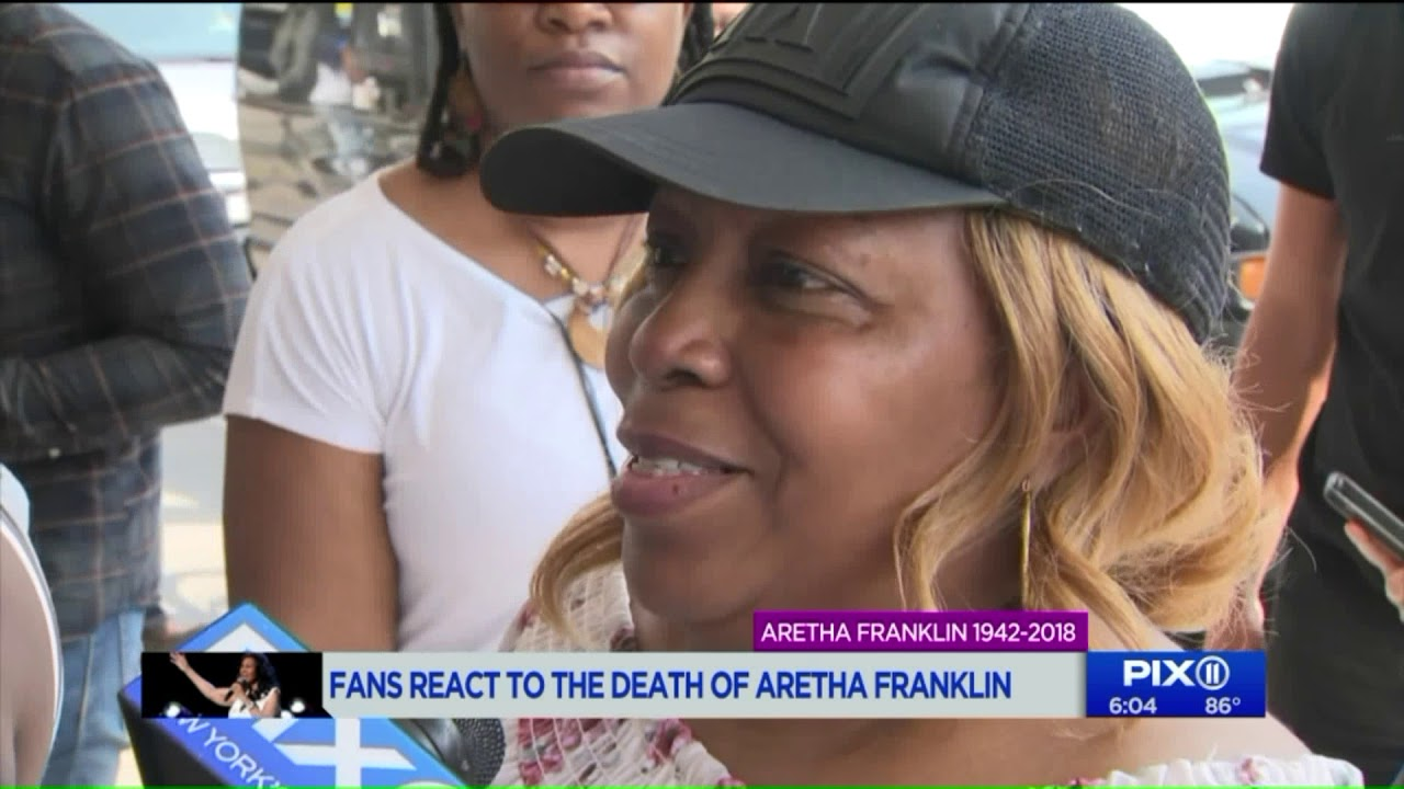 Fans gather at the Apollo Theatre to pay tribute to  Aretha Franklin