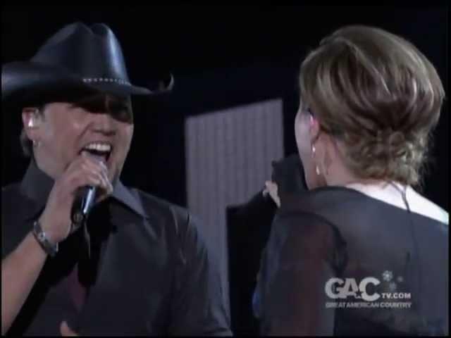 Kelly Clarkson & Jason Aldean - Don't You Wanna Stay