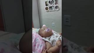 Como fazer o Bebê pegar chupeta?