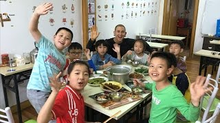 Teaching Chinese Kids What VEGETARIAN Means