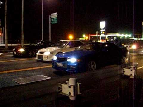 Street Racing In Japan Bcnr33 Gt R Vs Bnr32 Gt R Vs Evo