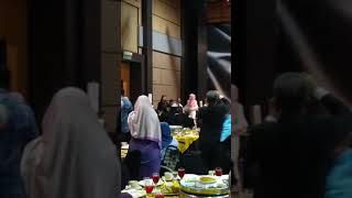 Download Siti Nurhaliza duet Lagu Bukan Cinta Biasa dengan student Aswara santai2
