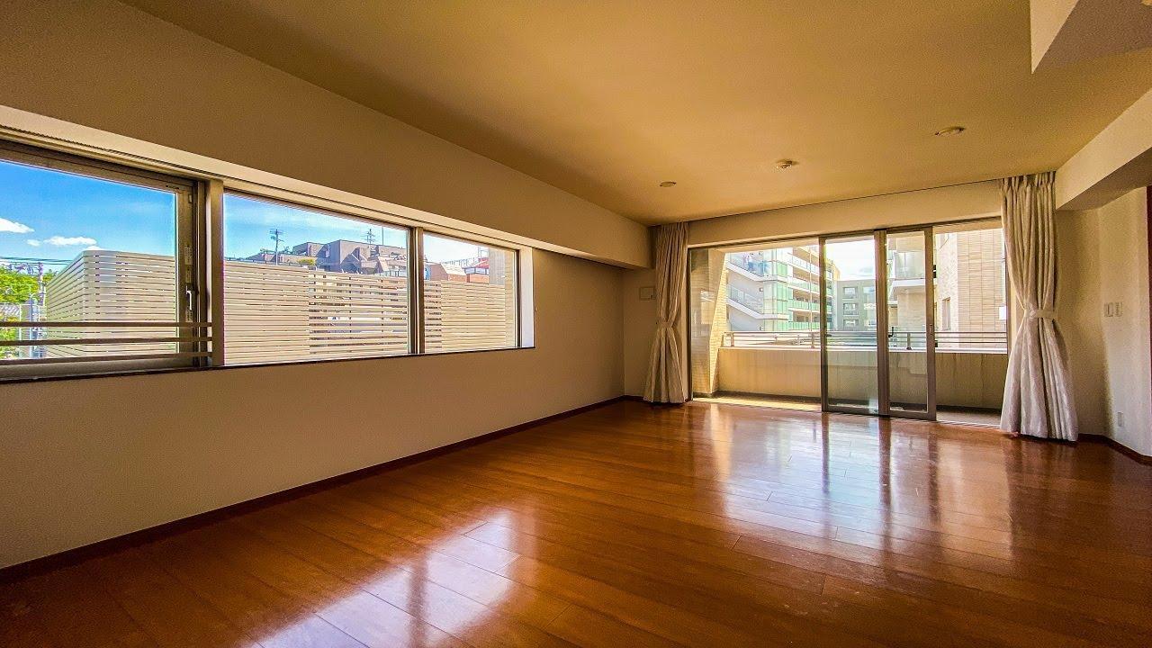 【高級マンション】たくさんの窓がついた開放感のある角部屋。三菱地所の手掛ける分譲マンション。「パークハウス四谷」