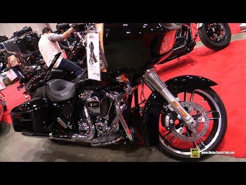 2018 Harley Davidson Road Glide Customized by Pfaff HD - Walkaround - 2018 Toronto Motorcycle Show