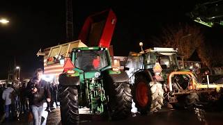 Boeren omcirkelen politie bureau Zuidhorn