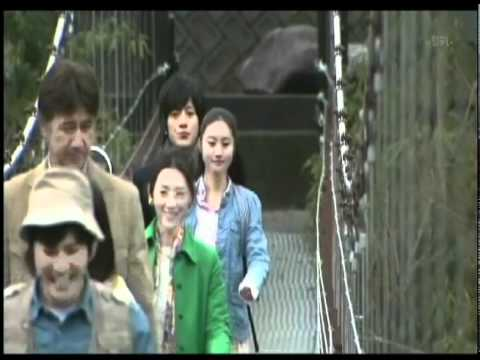 Shinichi and Ran crossing the bridge to Juugoya Village.avi