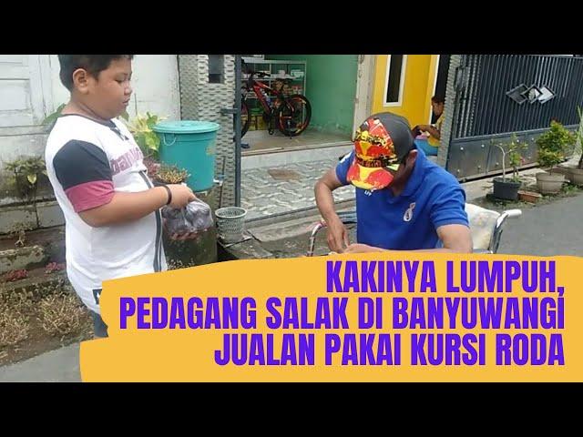 AYO BANTU!, Pedagang Buah di Banyuwangi Jualan Pakai Kursi Roda.