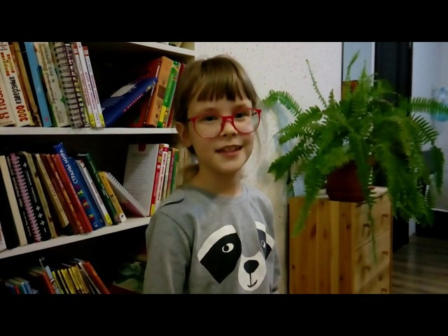 Изображение предпросмотра прочтения – ВарвараПроскурякова читает произведение «За книгами» М.И.Цветаевой