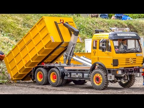 Fantastic RC Mercedes Benz SK 6x6 container truck in action!