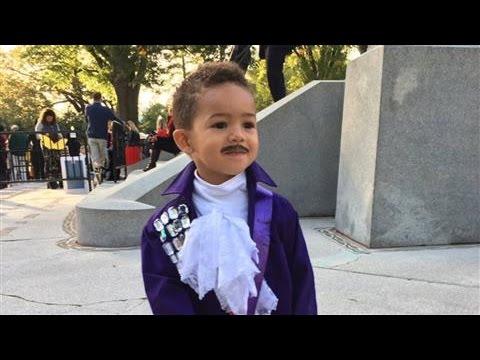 Halloween Treat: Obama Sings 'Purple Rain'