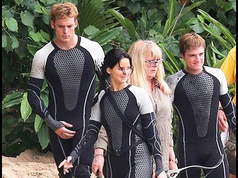 Behind the scenes of the hunger games catching fire youtube behind the scenes of the hunger games catching fire voltagebd Gallery
