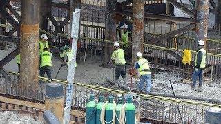Beton storten vloer van matentunnel in Assen