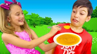 Download Sasha en el papel de una niñera que cuida a los enfermos Max y papá Mp3 and Videos