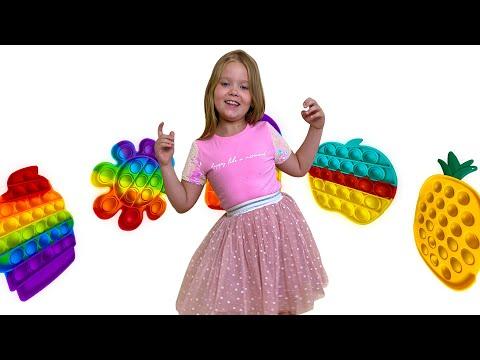 Лера играет в поп ит Pop It Challenge