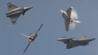 Le Rafale French Jet Fighter - Demonstration of maneuverability