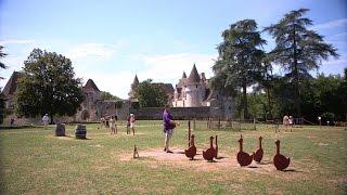 Une famille fait revivre des châteaux - Tout Compte Fait #TCF