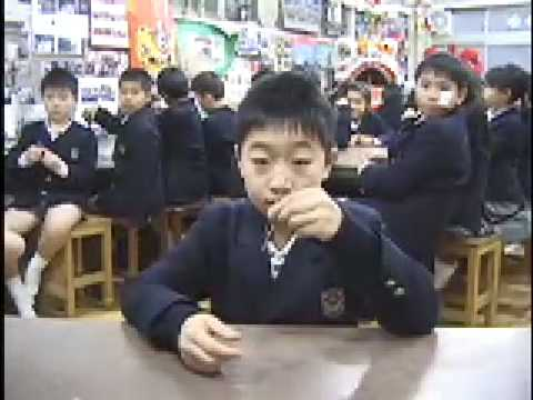 Teaching Spoon Bending (Lesson 3, Yokohama Yamate Chinese School, 2006)