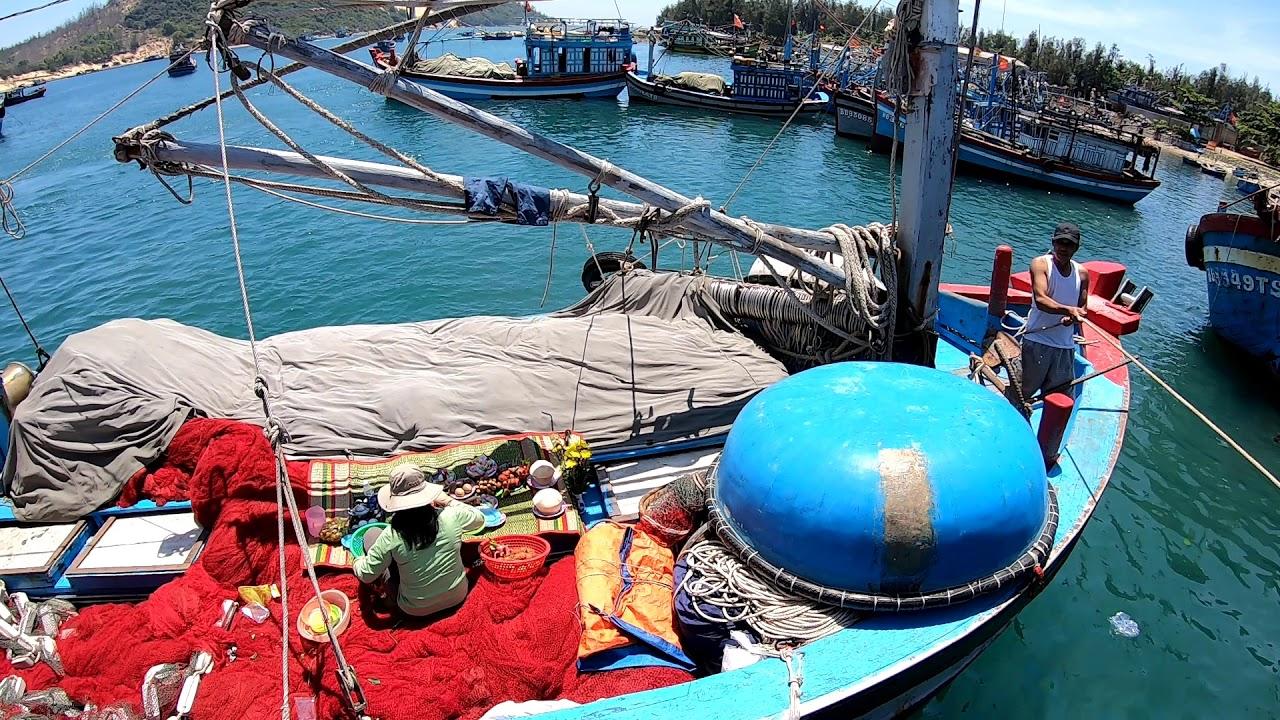 Cảng Cá Biển Đề Gi Tàu Cá Chuẩn Bị Ra Khơi Đánh Bắt | Nhà Quê