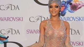 ¡Rihanna Sorprende A Todos Con Un Revelador Vestido!