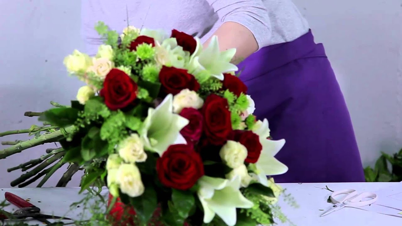 How To Make A Gorgeous Lilies Roses Bouquet Youtube