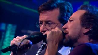 Pearl Jam Mind Your Manners / Rockin' In the Free World Late Show With Stephen Colbert 09 23 2015