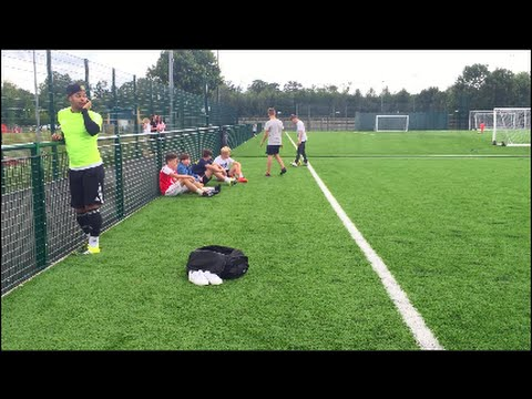 Check out this outrageous touch from showboating freestyler