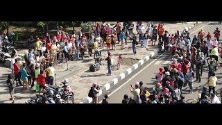 Video FLASH MOB ANGKLUNG - FILM 40 DAYS IN EUROPE download MP3, 3GP, MP4, WEBM, AVI, FLV Maret 2017