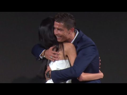 """クリスティアーノ・ロナウド選手、女性ファンにハグ&キス!MTG × Cristiano Ronaldo """"BODY REVOLUTION PROJECT""""発表会3"""