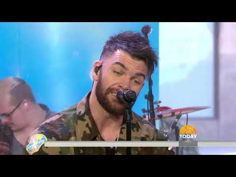 See country singer Dylan Scott perform 'Hooked' live