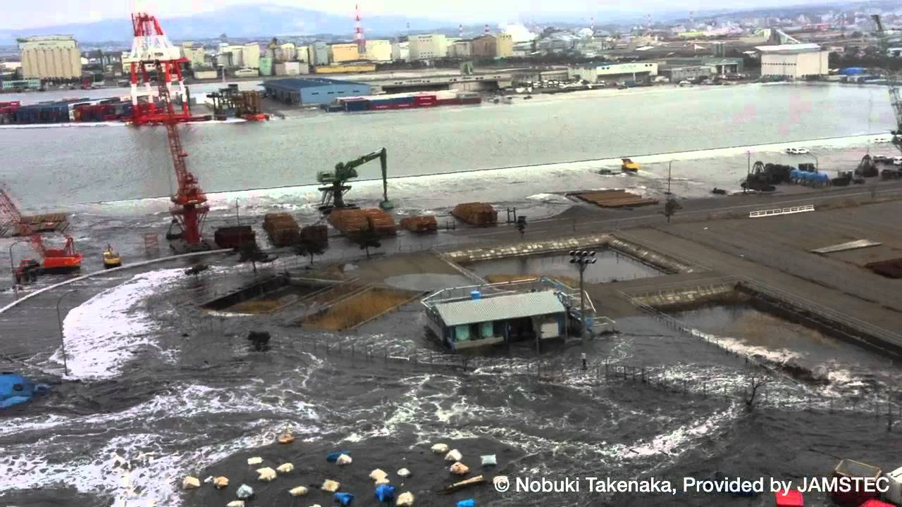 Tsunami hits the CHIKYU at por...