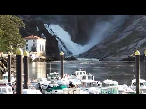 La fuerza de la cascada del Ézaro