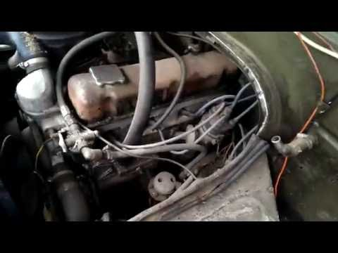 УАЗ-буханка: капот открыт, смотрим двигатель