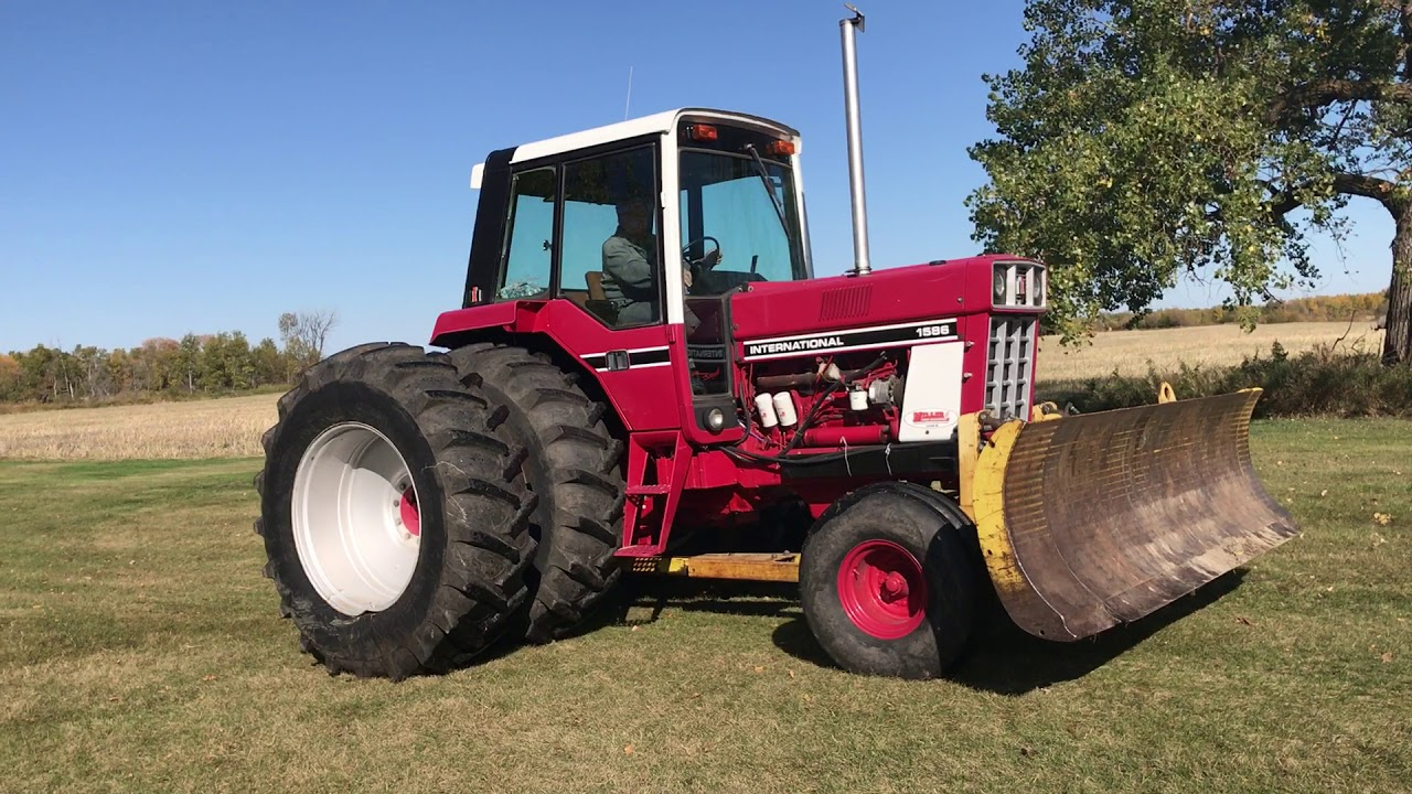 IH 1586 2wd Tractor