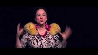 """Regina Hofer """"Saus & Braus"""" Neues Kabarettprogramm"""