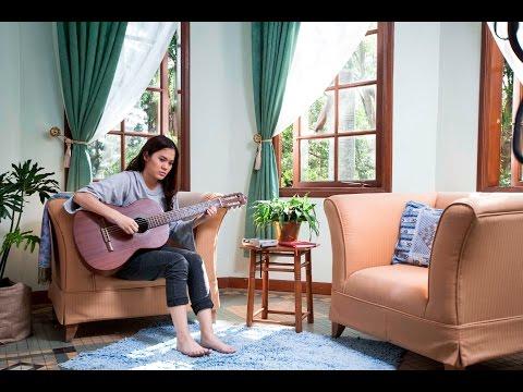 Sheryl Sheinafia latihan lagu