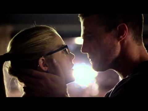 Olicity's first kiss 3x01 (without BG music)