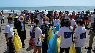 Reina Sofía participa como voluntaria en campaña de recogida de residuos