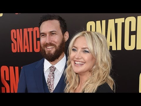 Kate Hudson Kisses New Boyfriend Danny Fujikawa During Red Carpet Debut at 'Snatched' Premiere