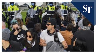 Australian lockdown protesters clash with police