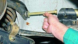 видео Замена сайлентблоков верхнего рычага передней подвески на автомобиле ВАЗ 2106