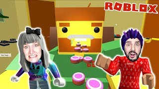 Roblox: LIVING ROOM! Kaan & Nina escape from devoured couch potato - ESCAPE LIVING ROOM