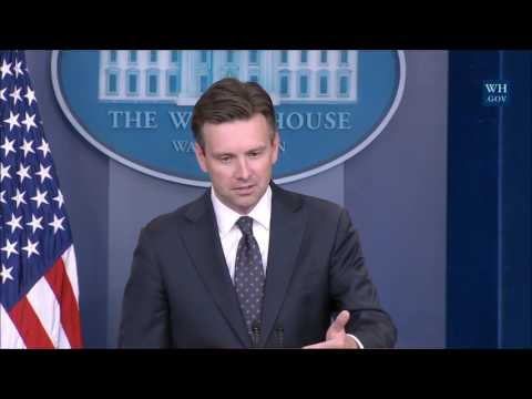 """White House won't """"defend or criticize"""" Comey on  Clinton email investigation"""