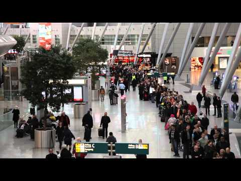 Chaos at Düsseldorf Airport. Very long queues due to a Strike. (HD, Time-Lapse)