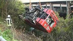 Großtanker der Feuerwehr Korbach stürzt Abhang hinab - Totalschaden