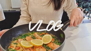 영국 유학생 vlog|크림 연어 스테이크, 태국식 돼지…
